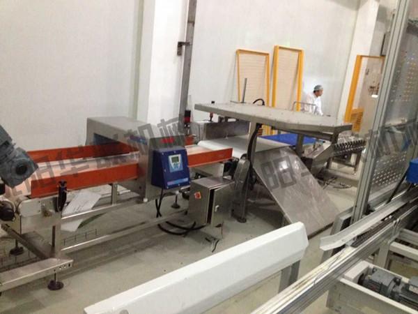 某奶粉厂25kg牛皮纸信封袋封口-倒袋-六面整包-码垛-缠绕包装生产线案例